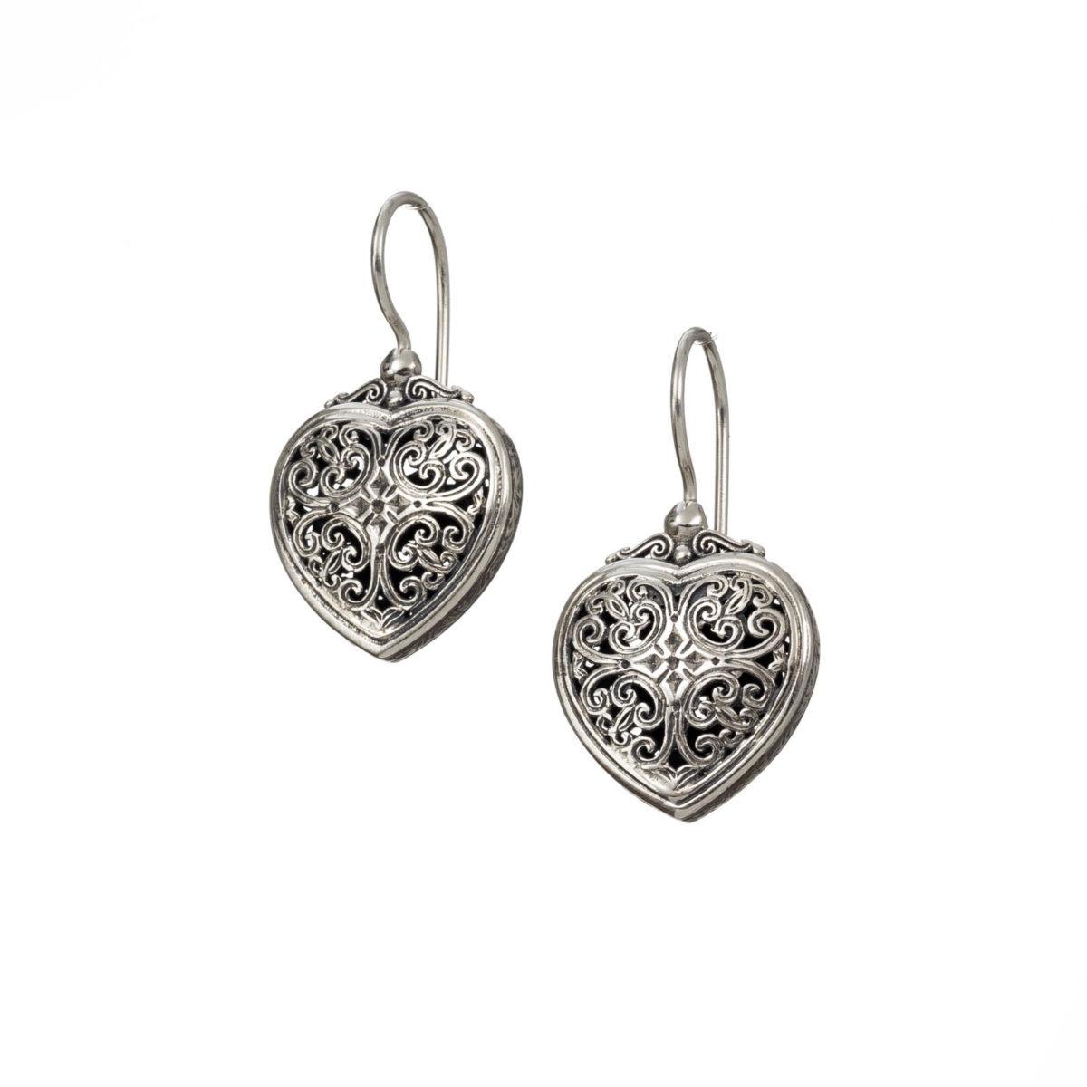 Χειροποίητα κρεμαστά ασημένια σκουλαρίκια σε σχήμα καρδιάς